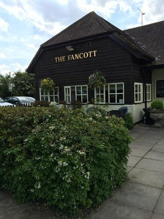 The Fancott : Entrance from Car Park