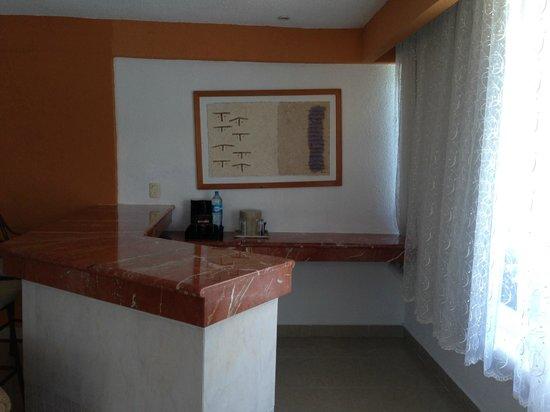 Occidental Costa Cancun : bar in junior suite