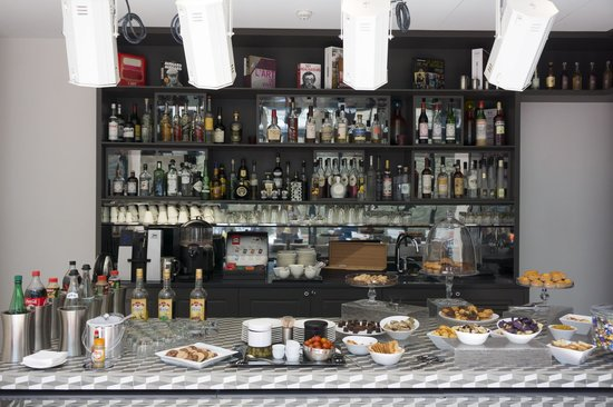 Hotel Le 123 Sebastopol - Astotel: Bar and afternoon treats