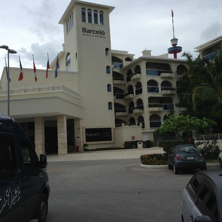 Occidental Costa Cancun: front of hotel