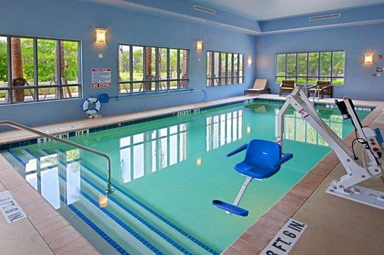 Best Western Plus Miami Airport North Hotel & Suites : Indoor Accessible Pool