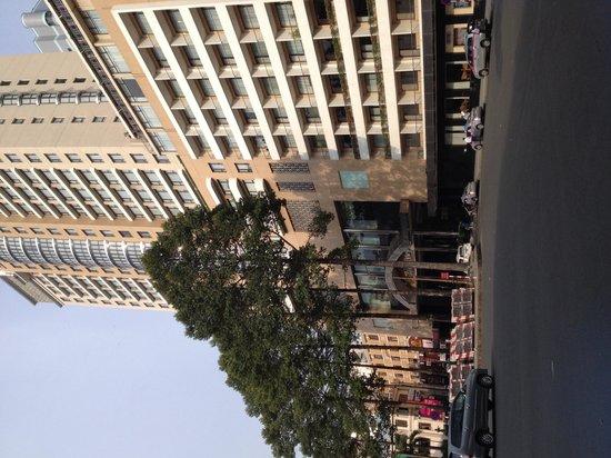Caravelle Saigon : Hotel exterior