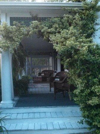 Colborne Guest House: varandah