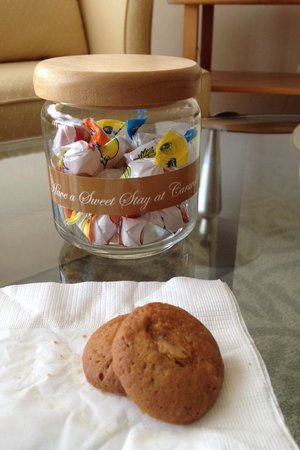 Caravelle Saigon: How thoughtful !! Free cookies n fruits at reception and a jar of sweets in the room Nice!!!