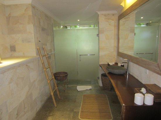 Villa Arya Ubud: zicht op de badkamer