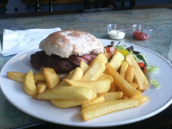 The Stables Bistro Bar : Lovely Burger