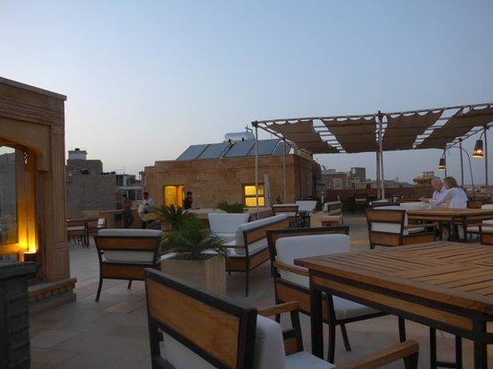 1st Gate Home- Fusion : Restaurante en el tejado