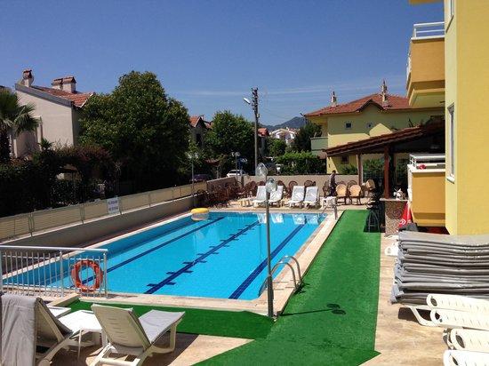 Club Ako Apartments: pool