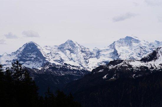 Hotel Gloria: Blick vom Balkon auf Eiger, Mönch und Jungfrau