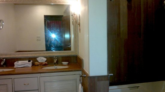 Golden Palms Hotel & Spa: Bath..