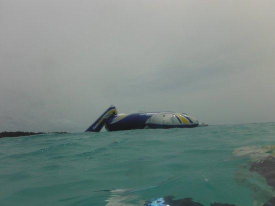 Kuramathi Island Resort: Sea trampoline...great fun!!