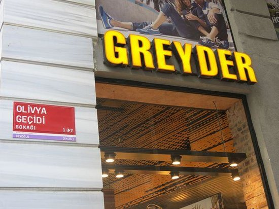 Mandabatmaz: The Mandabatz is behind this store. Right hand side if you walk from Taksim Square