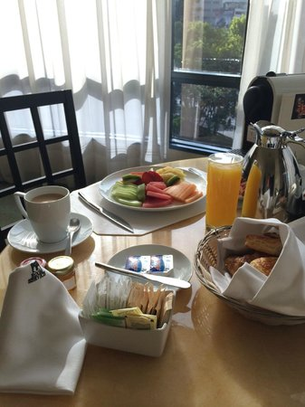 Marquis Reforma Hotel & Spa: Breakfast (room service)