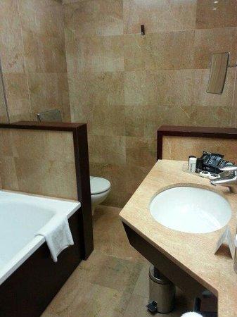 Hotel Acta Atrium Palace: Baño