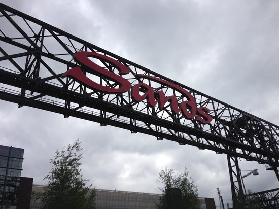 Sands Casino Resort: Sands Casino sign, re-purposing the old steel!
