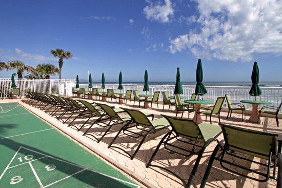 Atlantic Ocean Palm Inn: Ocean front sundeck