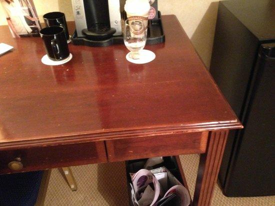 The Omni King Edward Hotel: Room furniture