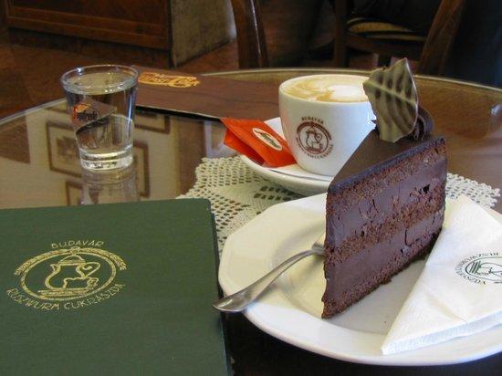 Ruszwurm: torta e cappuccino