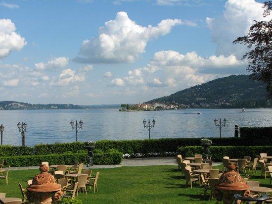Lago maggiore view from the territory from the hotel for Designhotel lago maggiore