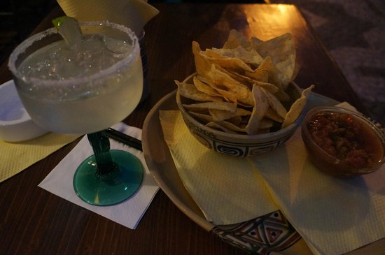 Cantina : chips, salsa, margarita on the rocks