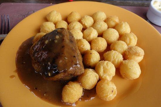 Pulperia de los Faroles: Lomos com molho de pimenta e batatas