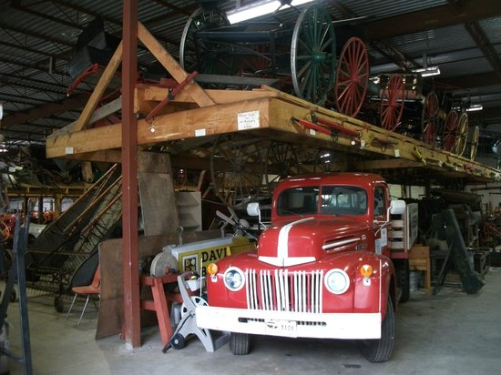 BC Farm Museum: Old vehicles in outer area