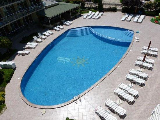 Julia Family Apartments: Pool