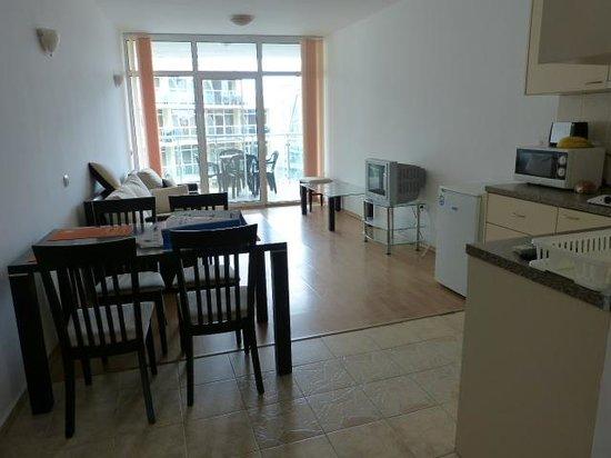 Julia Family Apartments: Lounge Area