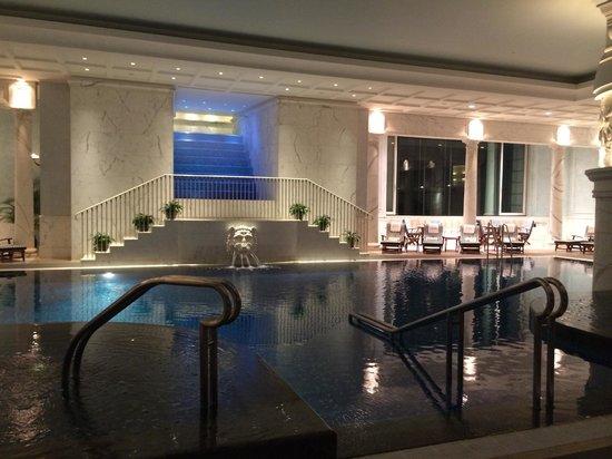 The Peninsula Hong Kong : Very Luxury pool
