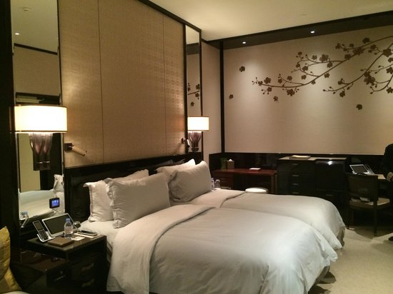 The Peninsula Hong Kong: Spacious room with comfy beds