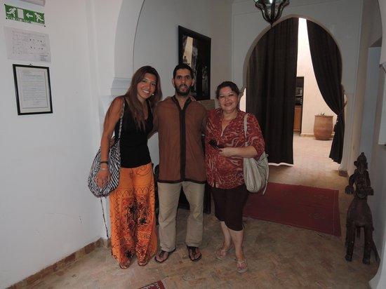 Riad Dar Foundouk: Mi madre y yo con Hassan.