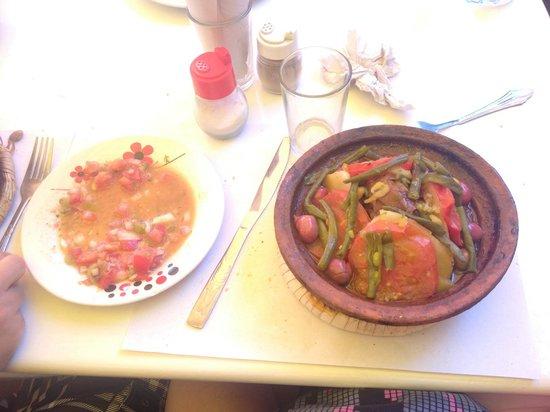 Toubkal: Tajine et salade du menu Tajine à 45 Dh