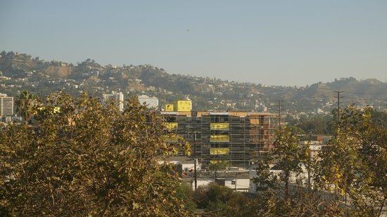 Sofitel Los Angeles at Beverly Hills: Looking out, facing the hills