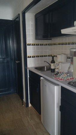 Pueblo Bonito Los Cabos : Room has kitchette with small frig