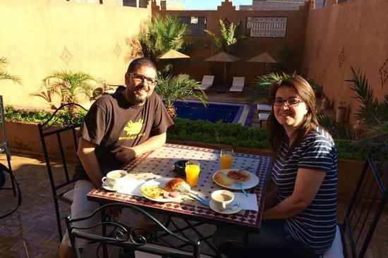 Africa Aventuras : Desayuno en hotel de Ourzazate