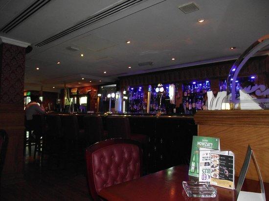 Arabian Courtyard Hotel & Spa: Bar