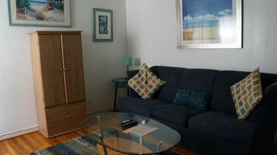 Angelfish Inn: The lounge