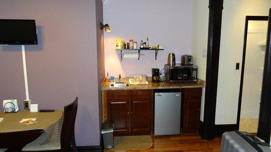 San Fermin B&B: Küchenecke Apartment 2B wieder alles sehr sauber