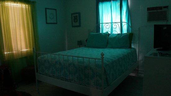 Angelfish Inn: Our bedroom