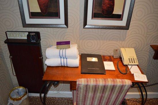 Grosvenor Pulford Hotel & Spa: The ever ready Corby trouser press :-)
