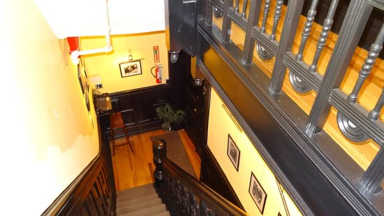 San Fermin B&B : Flur/Treppenhaus