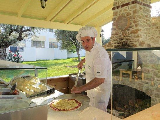 Lydia Maris Resort & Spa: Zwischen den Mahlzeiten leckere Pizza