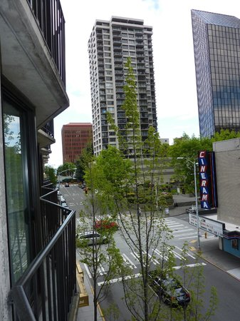 Warwick Seattle : View from 4th floor room facing Lenora Street.