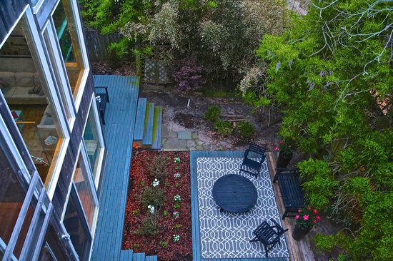 The Madison Fire Island Pines : Secluded garden