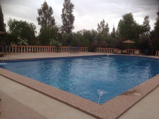 Les Jardins de Ouarzazate: Pool area
