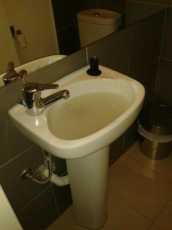Hello Lisbon Santos Apartments: lavabo atascado
