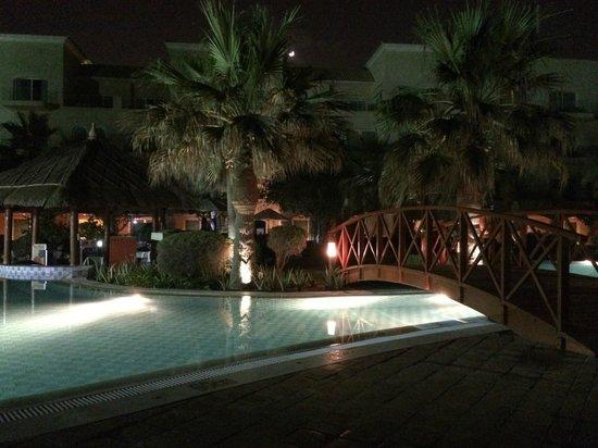 Movenpick Hotel & Resort Al Bida'a Kuwait: beach side pool