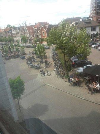 Hotel La Reine: Piazza dove si trova l hotel!