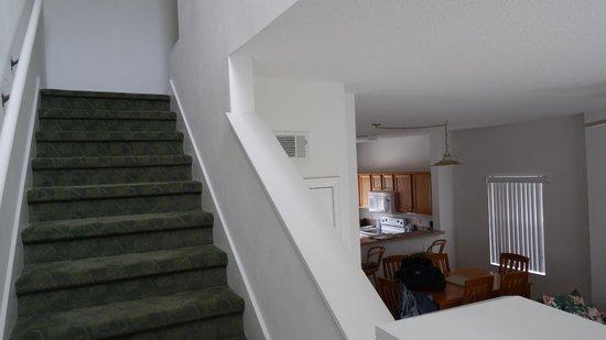 Hapimag Residenz Orlando - Lake Berkley : Treppe vom Wohnzimmer nach oben