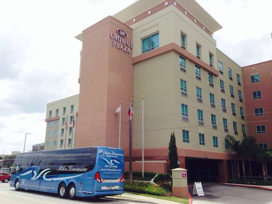 Crowne Plaza Houston Galleria Area: Nice hotel and Easy Bus parking..